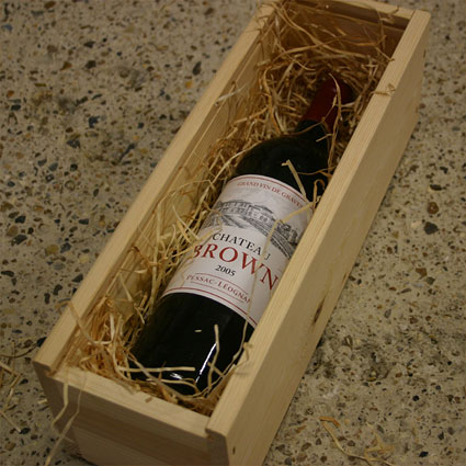 gift example: wooden box with 1 bottle of fine wine